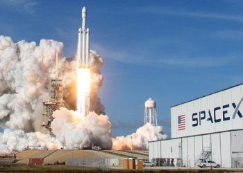 SpaceX Cari Pinjaman