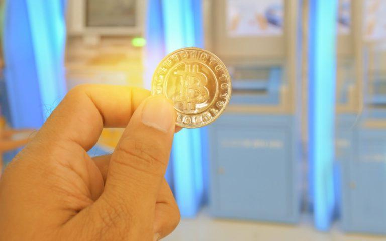 Kantongi Izin, Jual Beli Bitcoin Kini Cukup Lewat ATM