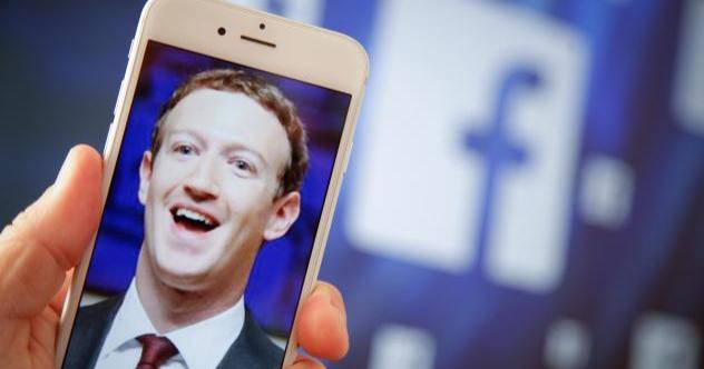 Wanita Ini Klaim Dimata-matai Facebook Lewat Ponsel