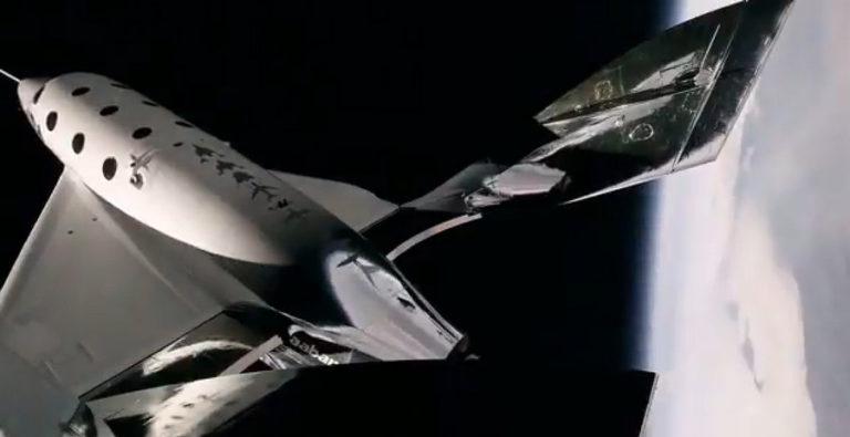 Pesawat Antariksa Virgin Galactic Sukses Capai Bibir Angkasa