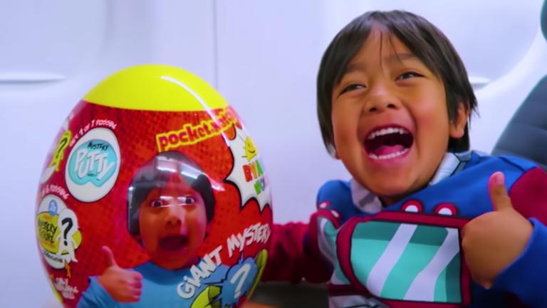 Hebat! Bocah 7 Tahun Jadi YouTuber Paling Tajir Sejagat