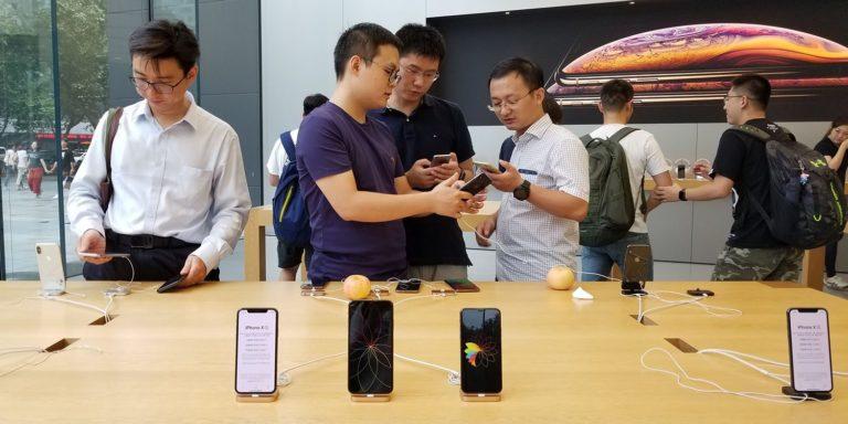 Huawei Ancam Karyawan yang Ketahuan Gunakan iPhone