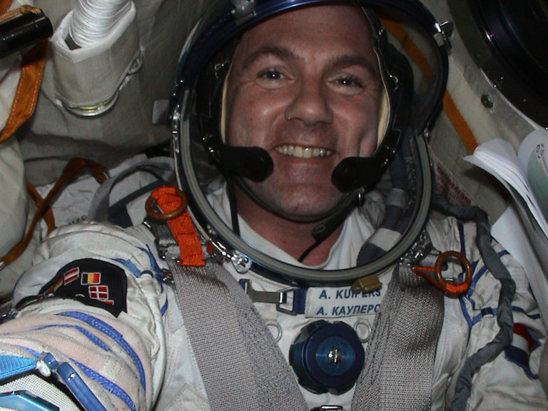 Kocak! Astronot Ini Pernah Hubungi 911 dari Luar Angkasa