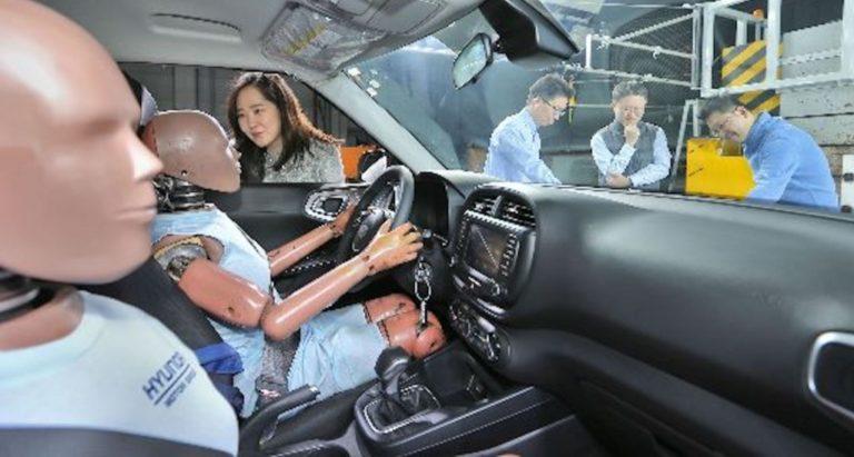 """Hyundai Kembangkan Airbag untuk """"Tabrakan Karambol"""""""