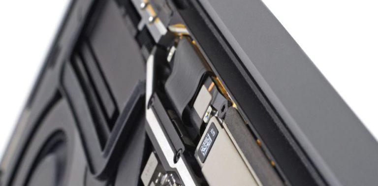 """Pengguna Sebut MacBook Pro Punya Masalah """"Flexgate"""""""