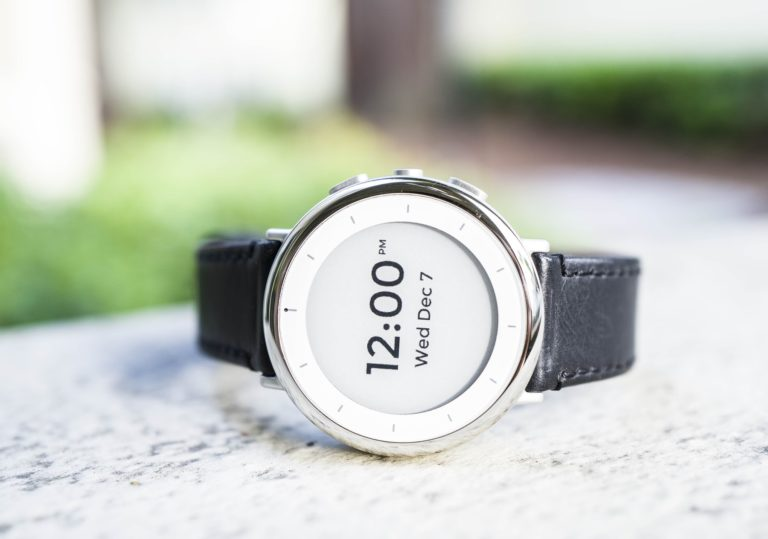 Google Segera Rilis Smartwatch dengan Fitur EKG?