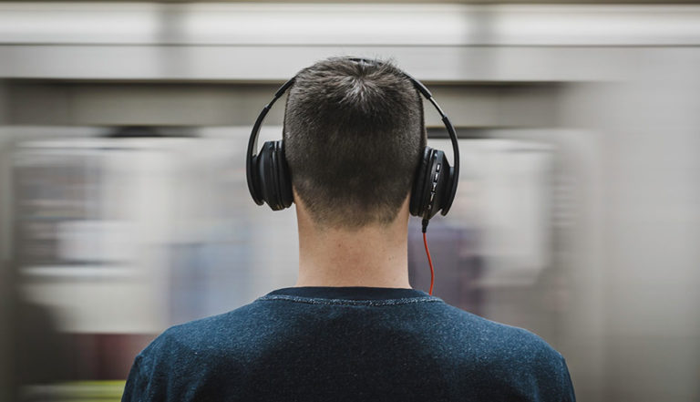 Apple akan Rilis Headphone Over-Ear?