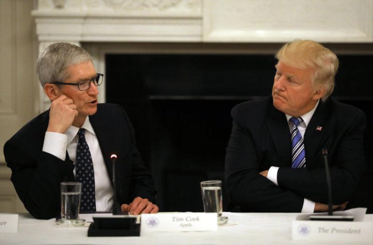Bos Apple Hadiahi Trump Mac Pro Pertama Bikinan AS