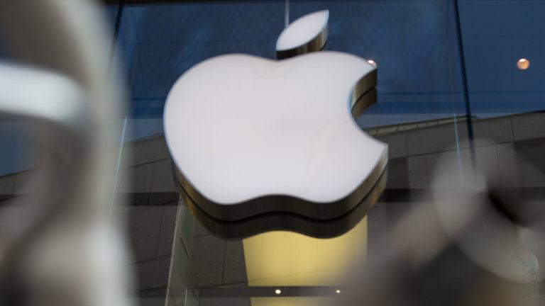 Tak Mau Ketinggalan, Apple Ikutan Garap Ponsel Lipat?
