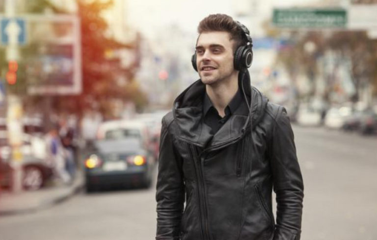 Bergaya Bak Seleb dengan 5 Headphone Stylish