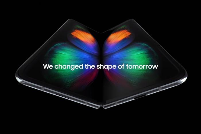 Samsung Tawarkan Konsep Layar Lipat ke Apple dan Google