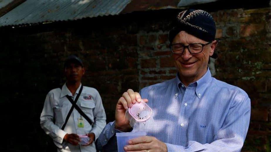 Bill Gates pakai Blangkon