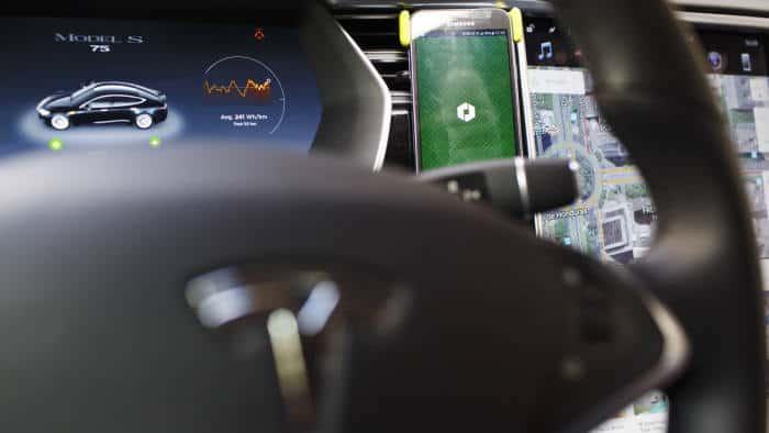 Taksi Robot Tesla Beroperasi Mulai 2020