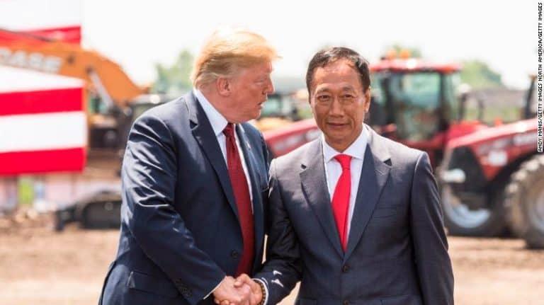 "Mau Nyapres, Bos Foxconn ""Berguru"" ke Donald Trump"