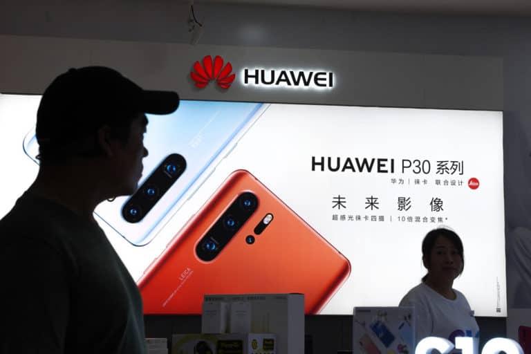 Donald Trump akan Ringankan Embargo Huawei