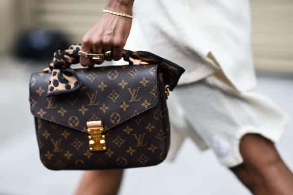 Louis Vuitton Sematkan Layar Fleksibel di Produk Tas