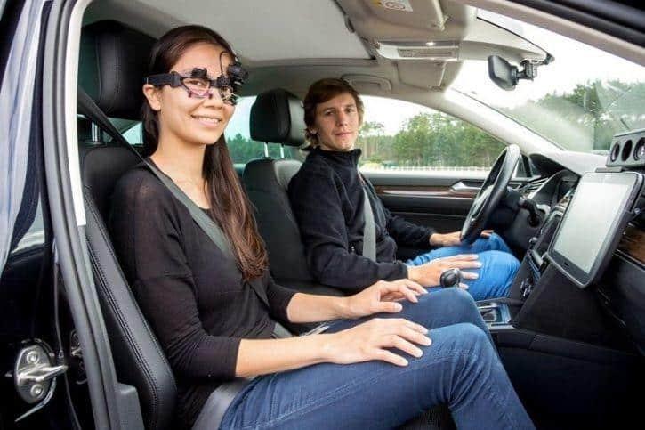 VW Siapkan Teknologi Anti Mabuk di Mobil Otonom