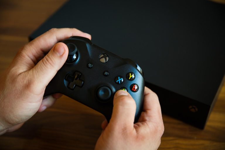 "<i></noscript>Update</i> Baru, Kini Anda Bisa ""Kepoin"" Teman Via Xbox One"