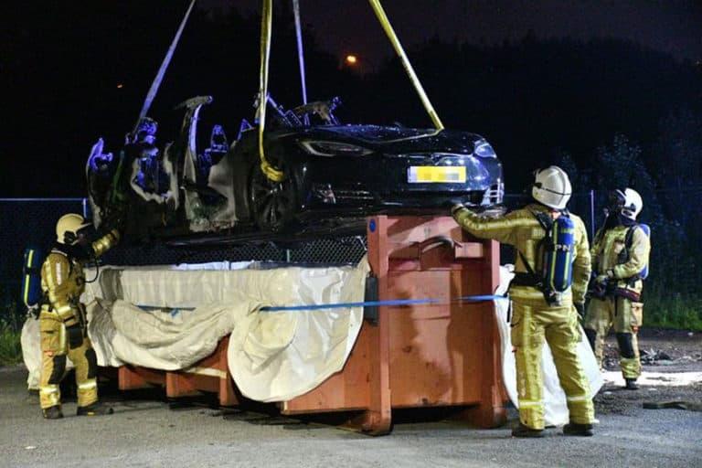 Lagi-lagi, Mobil Listrik Tesla Model S Terbakar Parah