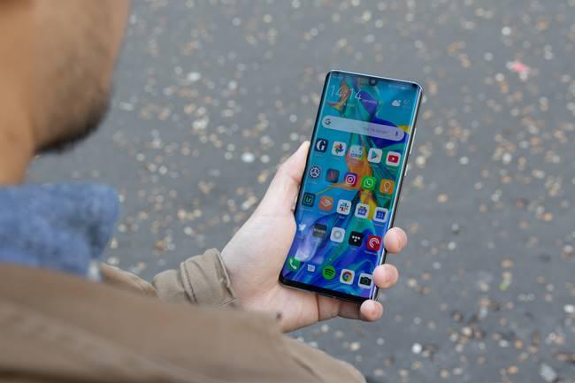 Lockscreen Huawei P30 Pro dkk Ada Iklannya, Pengguna Protes