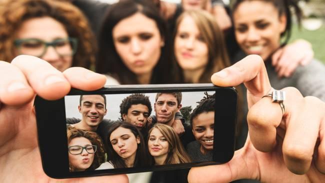 "Hey Milenial! Kalian Bisa ""Bertanduk"" Gara-gara Smartphone <i></noscript>Lho</i>"