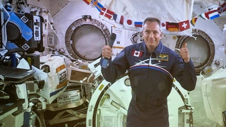 "Enam Bulan di ISS, 3 Astronot ""Mudik"" ke Bumi Pakai Kapsul Soyuz"