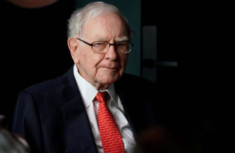 Pria Ini Rela Bayar Rp 65 Miliar demi Makan Siang Bareng Warren Buffett