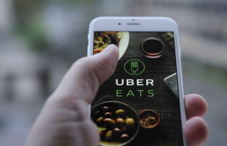 """Uber Eats Uji Coba Fitur """"Makan di Tempat"""""""