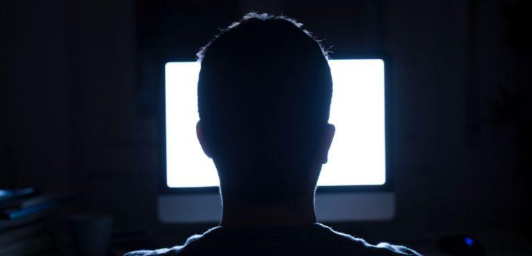 Ssst, Facebook & Google Tahu Kamu Doyan Nonton Film Porno