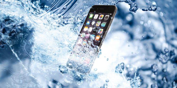 """Paten Ini Pastikan iPhone Terbaru Kuat """"Diajak Berenang"""""""