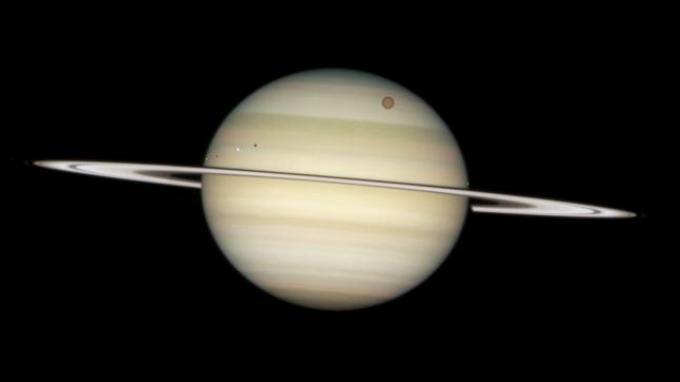 Malam Ini Saturnus Bisa Terlihat dengan Mata Telanjang