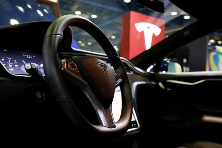 Mantan Karyawan Curi Data, Tesla Minta Bantuan Apple