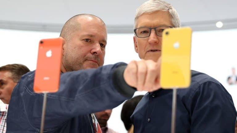 """Bos Apple """"Curhat"""" Lewat Memo Soal Mundurnya Jony Ive"""