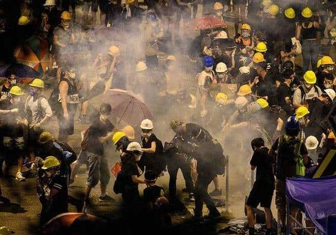 Akali Kamera Polisi, Demonstran di Hong Kong Pakai Laser