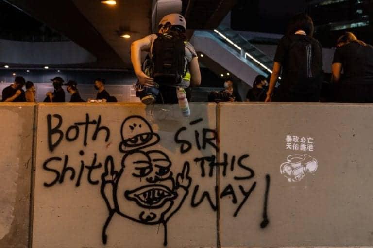 Twitter dan Facebook Hapus Akun Provokator Demo Hong Kong