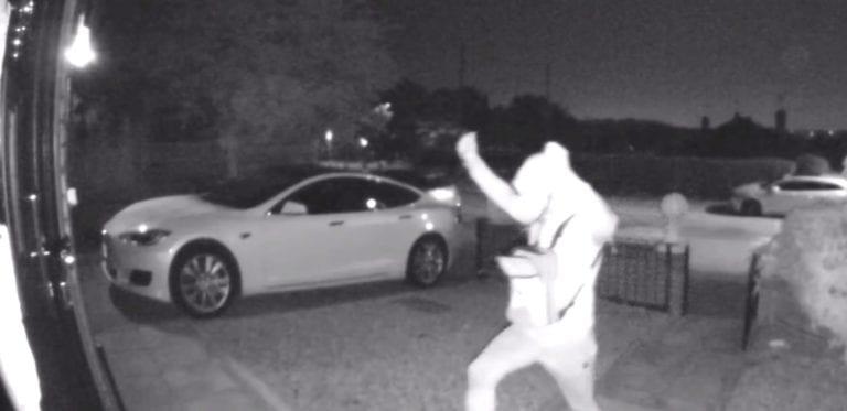 Cuma 30 Detik, Pencuri Ini Bobol Sistem Keyless Tesla