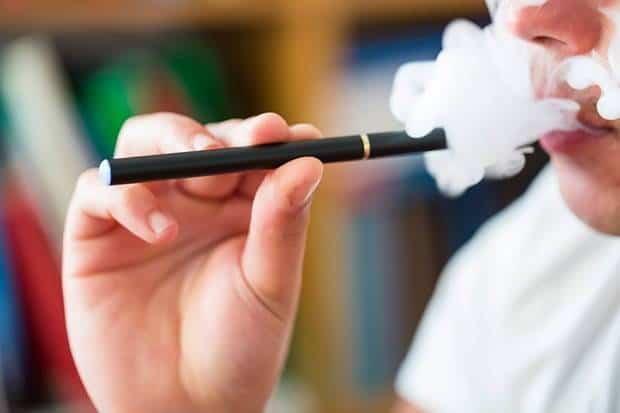 Peneliti Ungkap Cairan Vape Bisa Merusak Paru-paru