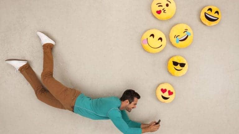 Sering Kirim Emoji, Tandanya Kamu Suka Seks saat Kencan