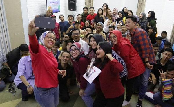 "Bos Telkomsel ""Hang Out"" Bareng Anak Muda di Acara Millennials Talk"