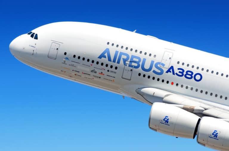 """Pesawat Airbus A350-900 Bisa """"Kepoin"""" Kamu Saat di Toilet"""