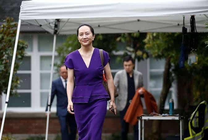 Bos Huawei Disidang dengan Kaki Diikat Alat Pemantau