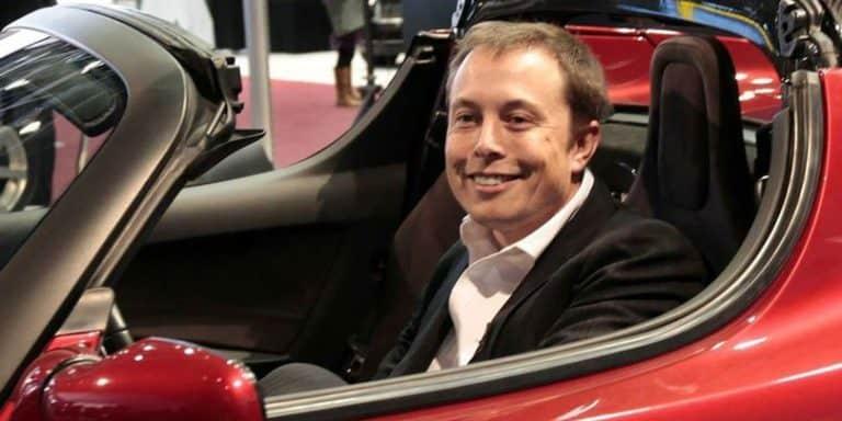 """Elon Musk Tambahkan """"Klakson Kentut"""" di Tesla"""