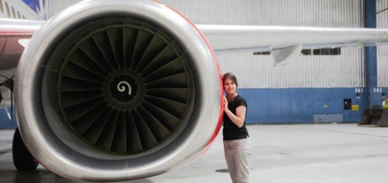 Pacaran 5 Tahun, Wanita ini Ajak Pesawat Boeing 737-800 Menikah