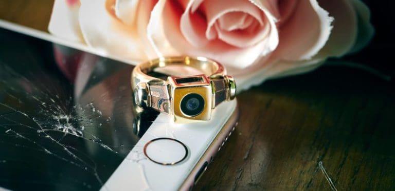 Pasangan Ini Pakai Cincin Tunangan Terbuat dari iPhone 5