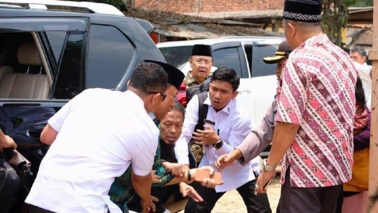 Heboh Penusukan Wiranto, Netizen Ramai-ramai Kirim Doa