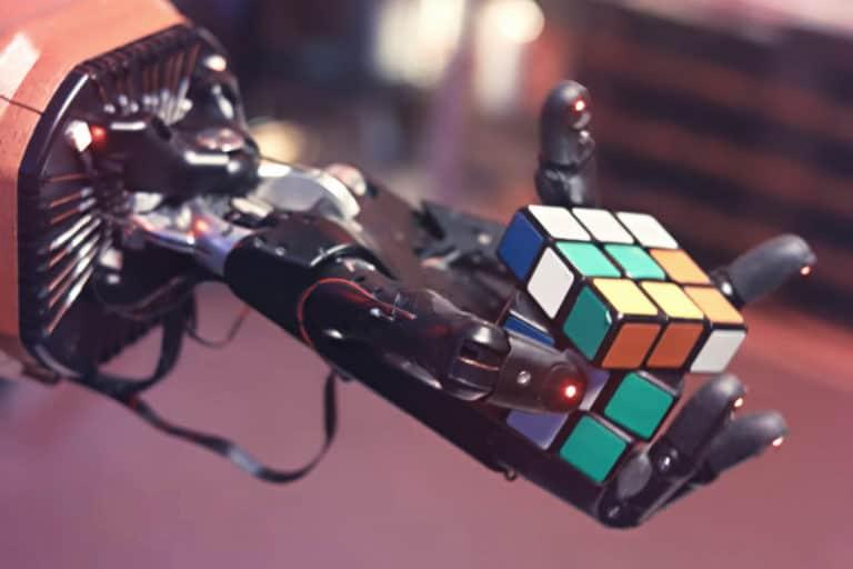 Saat Robot Ajari Manusia Cara Bermain Rubik's Cube