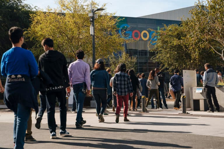 Google Bikin Alat untuk Mata-matai Karyawan?
