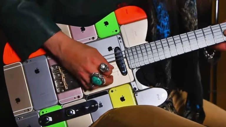 Gokil! Gitar Listrik Ini Terbuat dari Ratusan Potongan iPhone