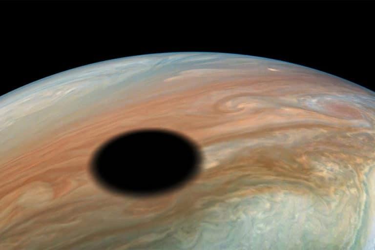 "Astronom Temukan Planet Baru ""Warm Jupiter"""