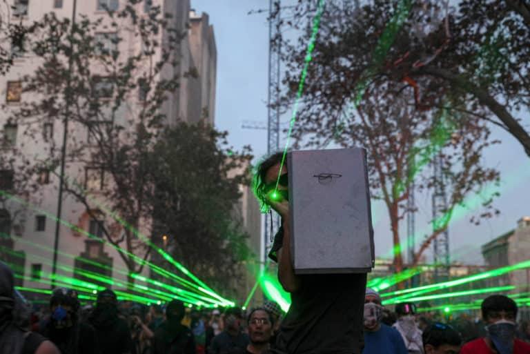 Demonstran di Chili Pakai Laser Jatuhkan Drone Polisi